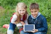 Children with iPad — Stock Photo