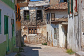 Rundown houses in Turkish village — Stock Photo