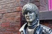 John Lennon statue in Mathew Street, Liverpool, UK — Stock Photo