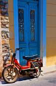 Digital painting of an old rusty moped in a rundown greek village — Stock Photo