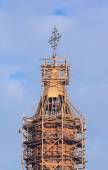 Church steeple in scaffolding — Foto Stock