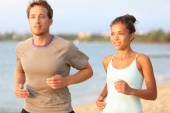 Couple jogging on summer beach — Stock Photo
