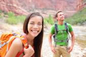 Couple on trek hike in Utah — Stock Photo