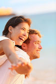 Couple on beach having fun — Stock Photo