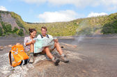 Couple hiking on volcano on Hawaii — Stock Photo