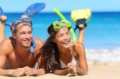 Couple having fun snorkeling — Stock Photo