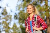 Woman hiking in forest — Stock Photo