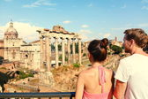 Tourists looking at Roman Forum landmark — Stock Photo