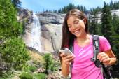 Woman hiker using smartphone app on travel — Stock fotografie
