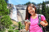 Woman hiker using smartphone app on travel — Foto de Stock