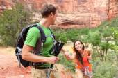 Woman getting help on hike — Foto Stock