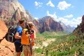 Hikers looking at view Zion National park — Stock Photo