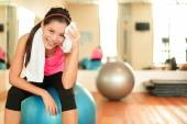 Woman in gym resting on pilates — Foto Stock