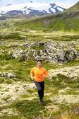 Homme, faire du jogging en plein air — Photo