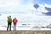 Hikers looking at glacier — Stock Photo