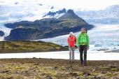 Couple hiking in Iceland — 图库照片