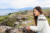 Woman looking at Thingvellir Althing — Foto Stock