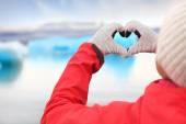 Woman showing hand heart by Jokulsarlon — Foto Stock
