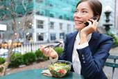 Business woman on smartphone in lunch break — Stock Photo