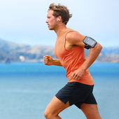 Runner listening to music — Stockfoto