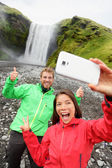 Couple taking selfie in front of Skogafoss — Stock Photo