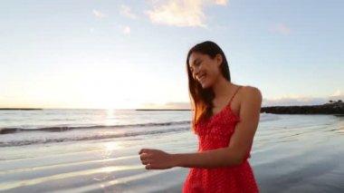 Woman happily walking on beach — Stock Video