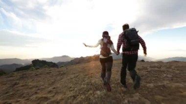 Couple raising hands outdoors — Stock Video