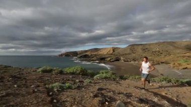 Runner training in nature landscape on Tenerife — Stock Video
