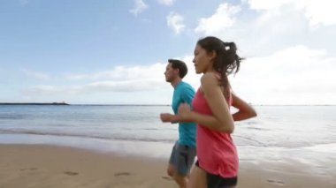 Runners jogging together on beach — Stock Video