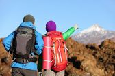 Hikers pointing in mountain — Foto Stock