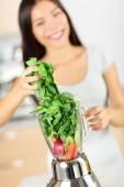 Woman making vegetable smoothies — Stock Photo