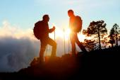Hiking couple looking enjoying sunset — Stock Photo