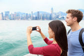 Couple looking Victoria harbour Hong Kong — Stock Photo