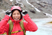 Laughing happy woman hiking — Stockfoto