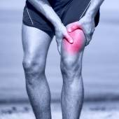 Running muscle strain injury in thigh — Stock Photo