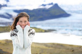 Woman by glacier in Icelandic sweater — Stockfoto