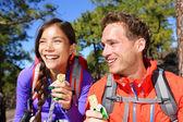 Couple eating muesli bar hiking — Stock Photo