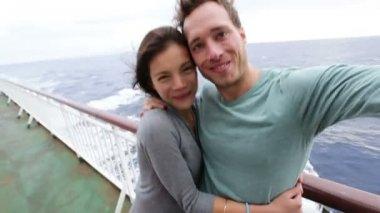 Couple taking selfie photo — Stock Video