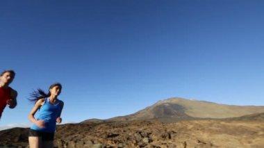 Runner couple jogging outdoors — Stockvideo