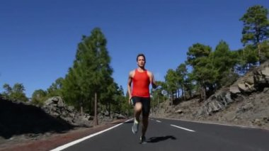 Man running on road — Wideo stockowe