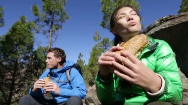 Hikers eating food — Stock Video