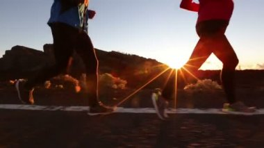 Running shoes and legs of man — Stock Video