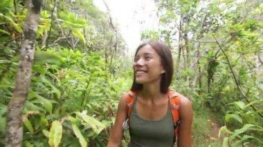 Woman walking in rainforest — Stock Video