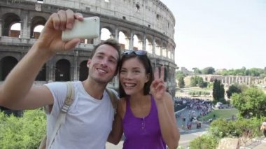 Happy travel couple taking selfie — Stock Video