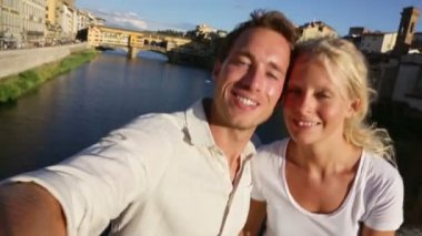 Couple selfies photo in Florence — Stock Video