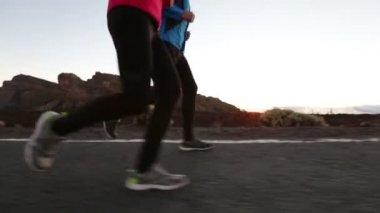Athletes training together at sunset — Stock Video