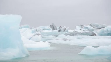 Jokulsarlon glacial lake icebergs — Stock Video