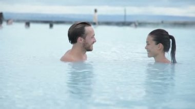 Couple relaxing in hot pool on Iceland — Stock Video