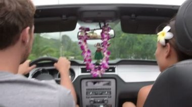 Couple driving car on Hawaii travel — Stock Video