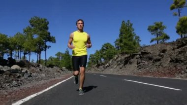 Male fitness model jogging outdoors — Vídeo stock